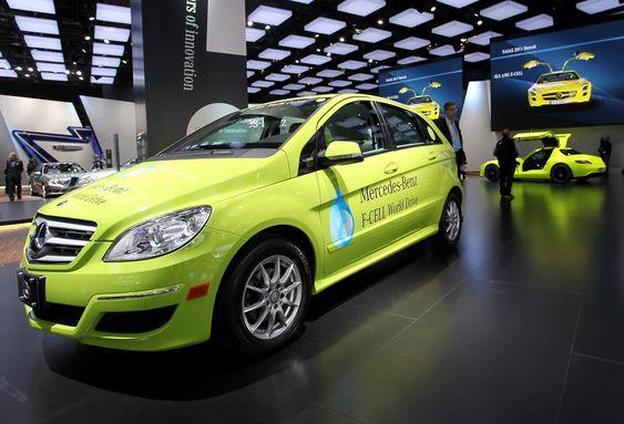 Mercedes-Benz ønsker å demonstrere at brenselcelleteknologien har gjort framskritt, og sender nå denne B-klasse F-Cell ut på en verdensturné. I tillegg skal 150 tilsvarende prototyper settes inn i ulike hydrogentestprogram, hvorav ti kommer til Norge.