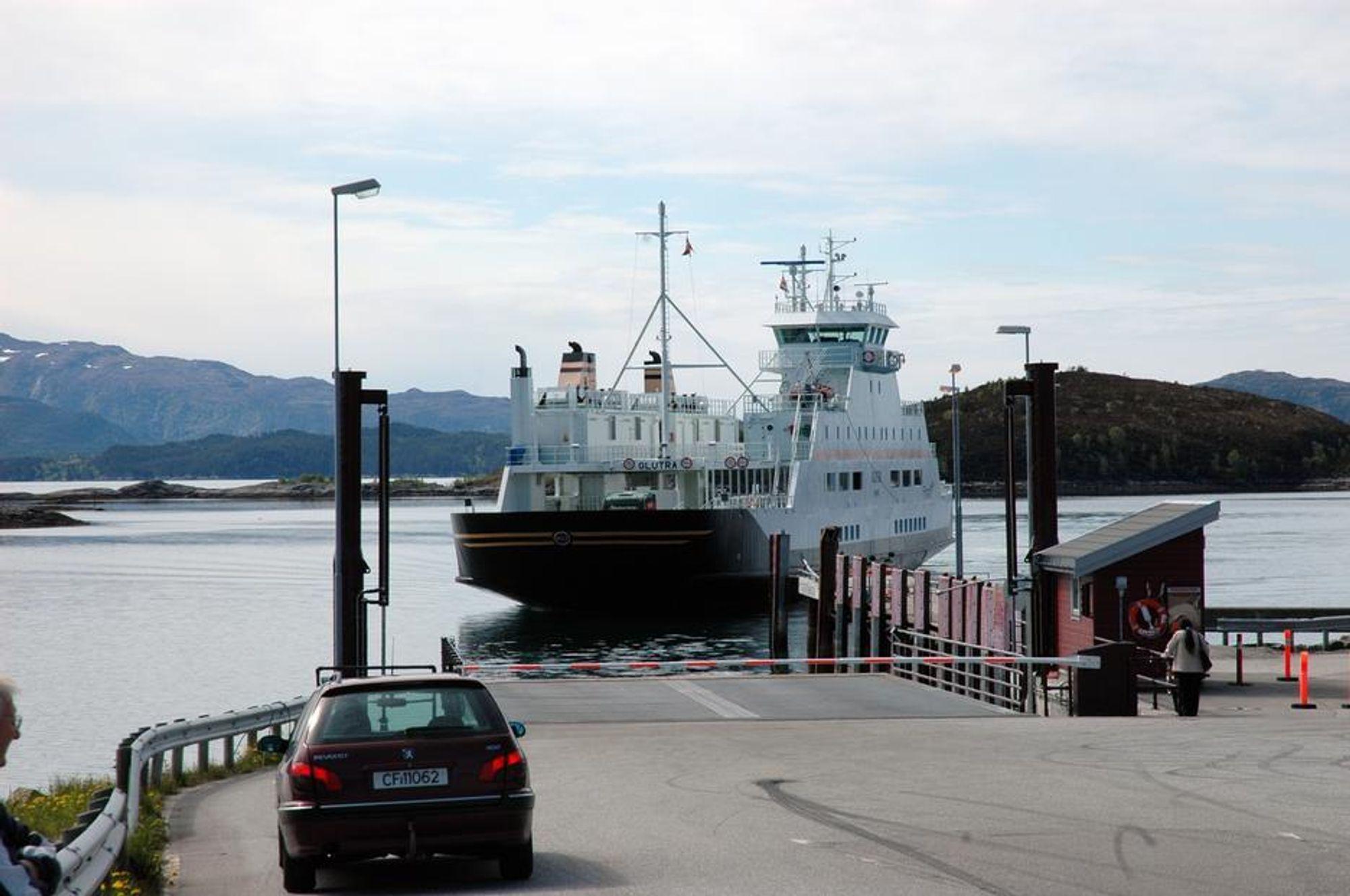 LNG-ferger ga ingen markant reduksjon i CO2-utslippene i perioden 2000-2009. Her Glutra, den første LNG-ferga i drift i Norge.