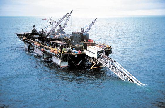 Langeled: Acergys rørleggingsfartøy, Acergy Piper. Acergy var tidligere Stolt Offshore, og da het rørleggingsfartøyet LB200.