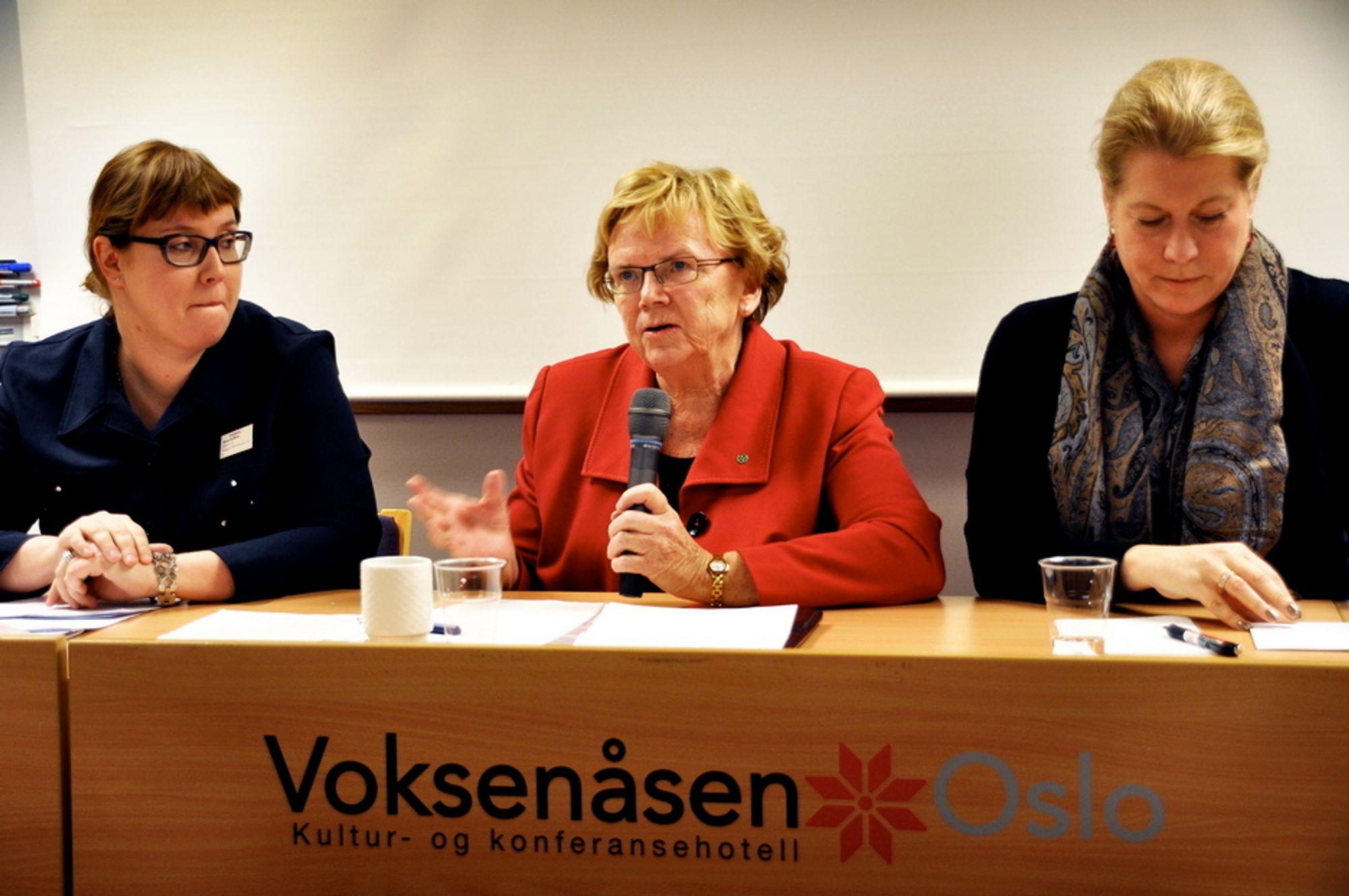 SATSER: Norden skal satse hardt i nord. Magnhild Meltveit Kleppa flankert av den finske transportministeren Merja Kyllönen (t.v) og Sveriges infrastrukturminister Catharina Elmsäter-Svärd.