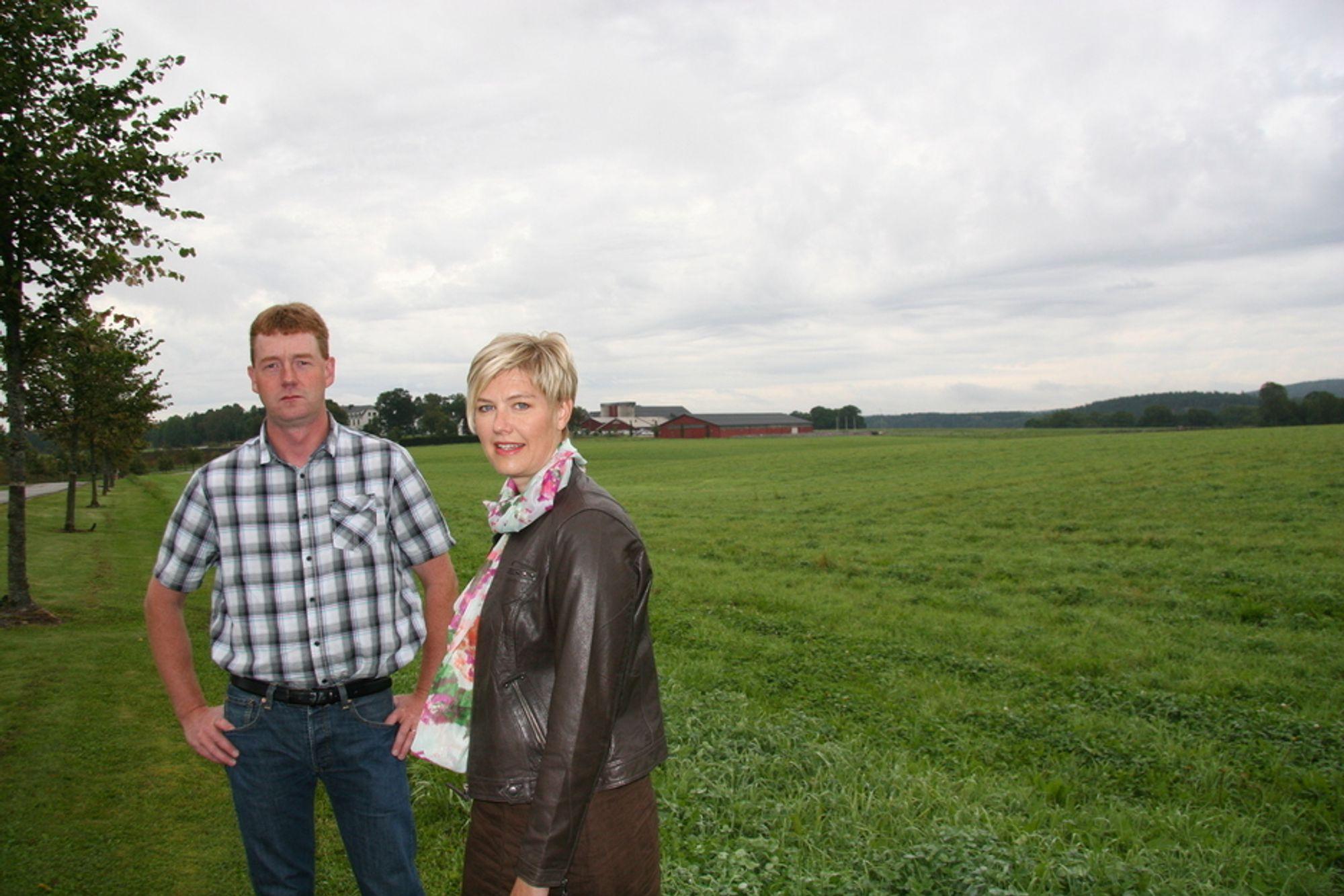 FRUSTERT: - Det er ingen som vet noe som helst, sier Bjørn Gimming, leder i Østfold Bondelag. Her sammen med organisasjonssjef  Nina Glomsrud Saxrud.