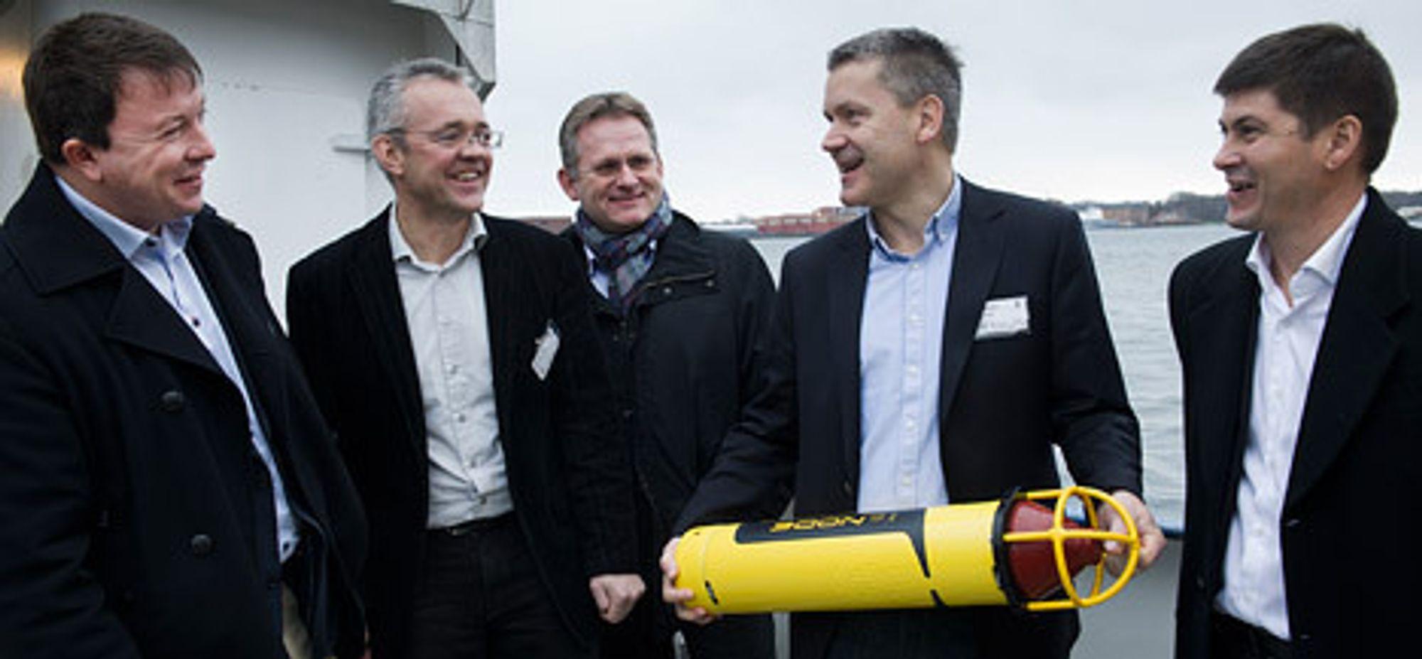 Karl Johnny Hersvik (Statoil), Jens Erik Ramstad (Det Norske Veritas), Morten Thorkildsen (IBM), Vidar Hepsø (Statoil), og Even Aas (Kongsberg Oil & Gas Technologies) ombord i fartøyet Simrad Echo. (Foto: Ole Jørgen Bratland/Statoil)