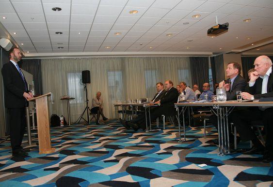 Fra LO og NHOs felleskonferanse 2011. Næringsminister Trond Giske snakker, NHO-sjef John G. Bernander og LO-leder Roar Flåthen lytter.