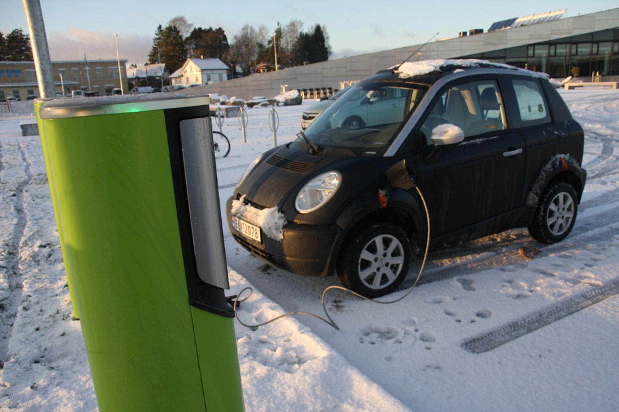 VIL IKKE GI FRITAK: Generalsekretær i Norsk Petroleumsinstitutt, Inger-Lise M. Nøstvik, mener drivstoffavgiftene må bort og at elbilene slipper for lett unna - I stedet bør vi få elektronisk veiprising der bilistene står overfor de reelle marginale kostnadene, sier hun.