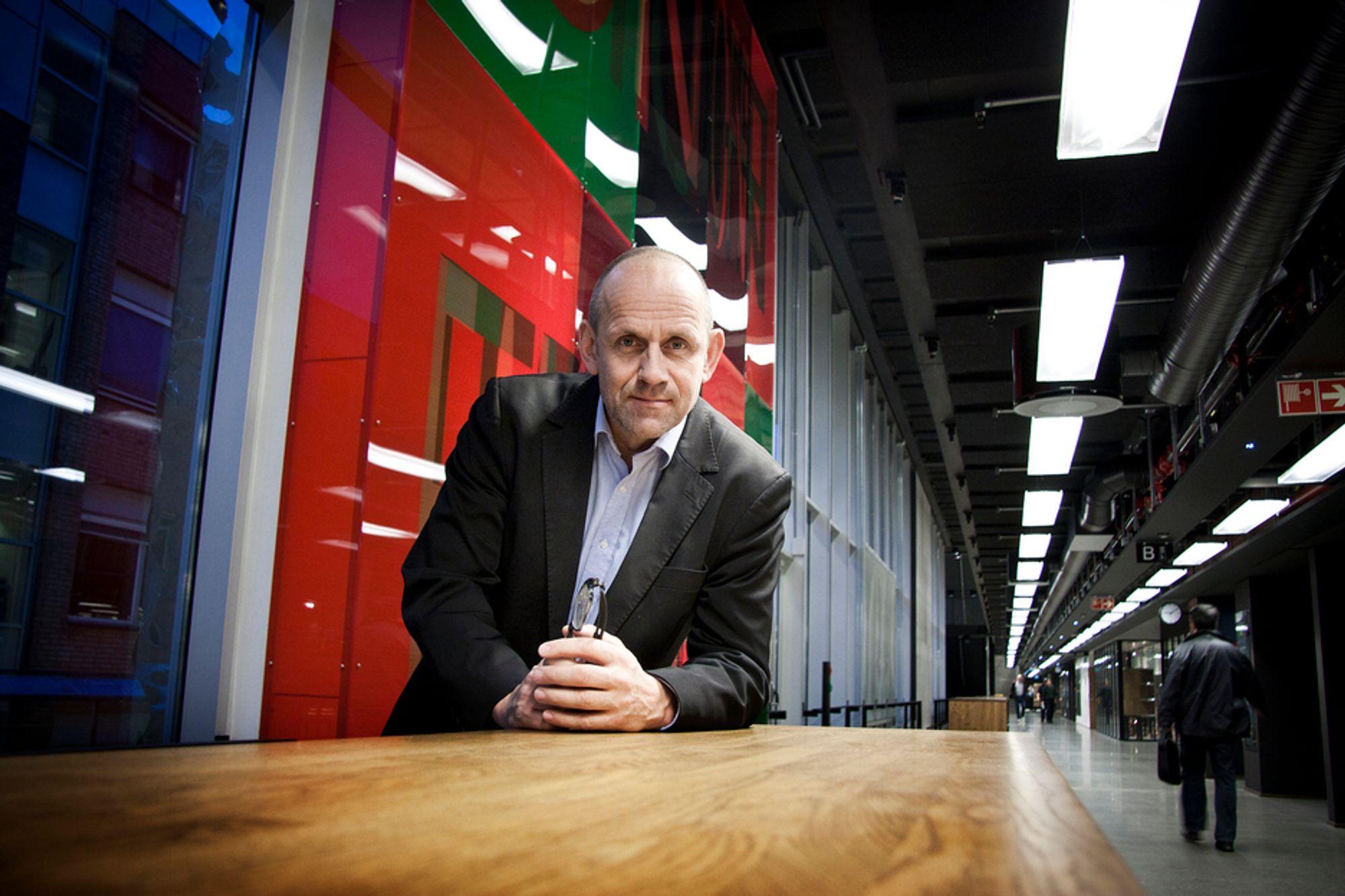 FELLES FRONT: Instituttleder Morten Dæhlen ved UiOs institutt for informatikk har overlevert regjeringen en samlet it-bønn fra UiO, NTNU og Sintef.
