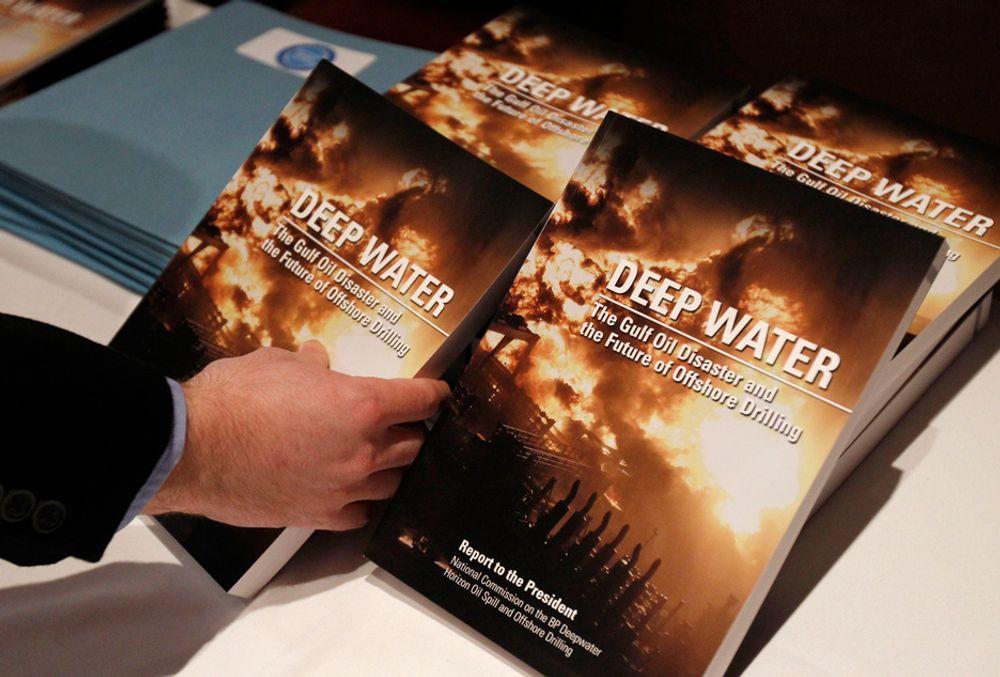 En rapport om katastrofen på BP-riggen Deepwater Horizon 20. april i fjor ble lagt fram i Washington tidligere denne måneden (bildet). Oljegiganten meldte tirsdag om et tap på over 4,9 milliarder dollar, eller 28,2 milliarder kroner, i året som gikk, det første underskuddet på årsbasis siden 1992. Årsaken var først og fremst store kostnader knyttet til katastrofen i Mexicogolfen.
