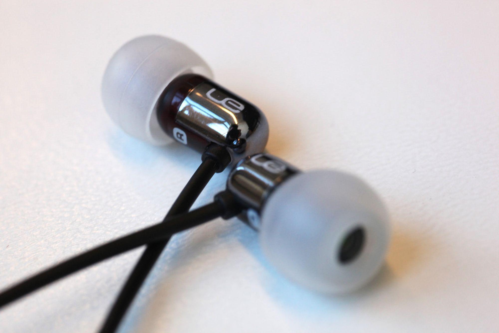 Ultimate Ears 700 er veloppløste og detaljerte, men mangler trøkk i bassen.