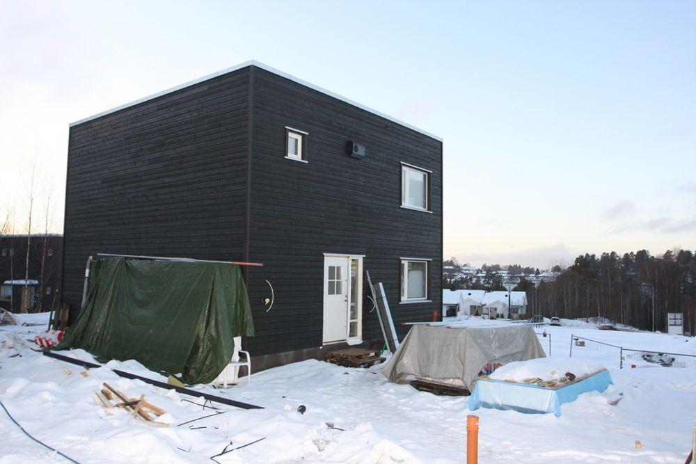 AKTIVE: Mens debatten om passivhus raser velger OBOS en aktiv vei. På Mortensrud i Oslo er 15 passivhus under bygging.