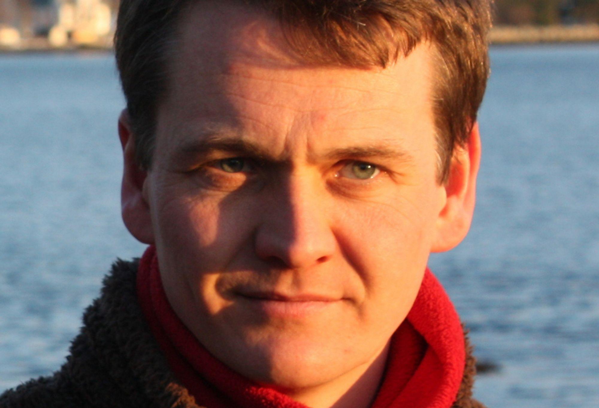 FØRSTE: Bjørnar Danielsen blir første norske grenseløse ingeniør. Han forlater kontoret hos Sevan Marine for å kontrollere vannrenseanlegg i Sør-Irak.