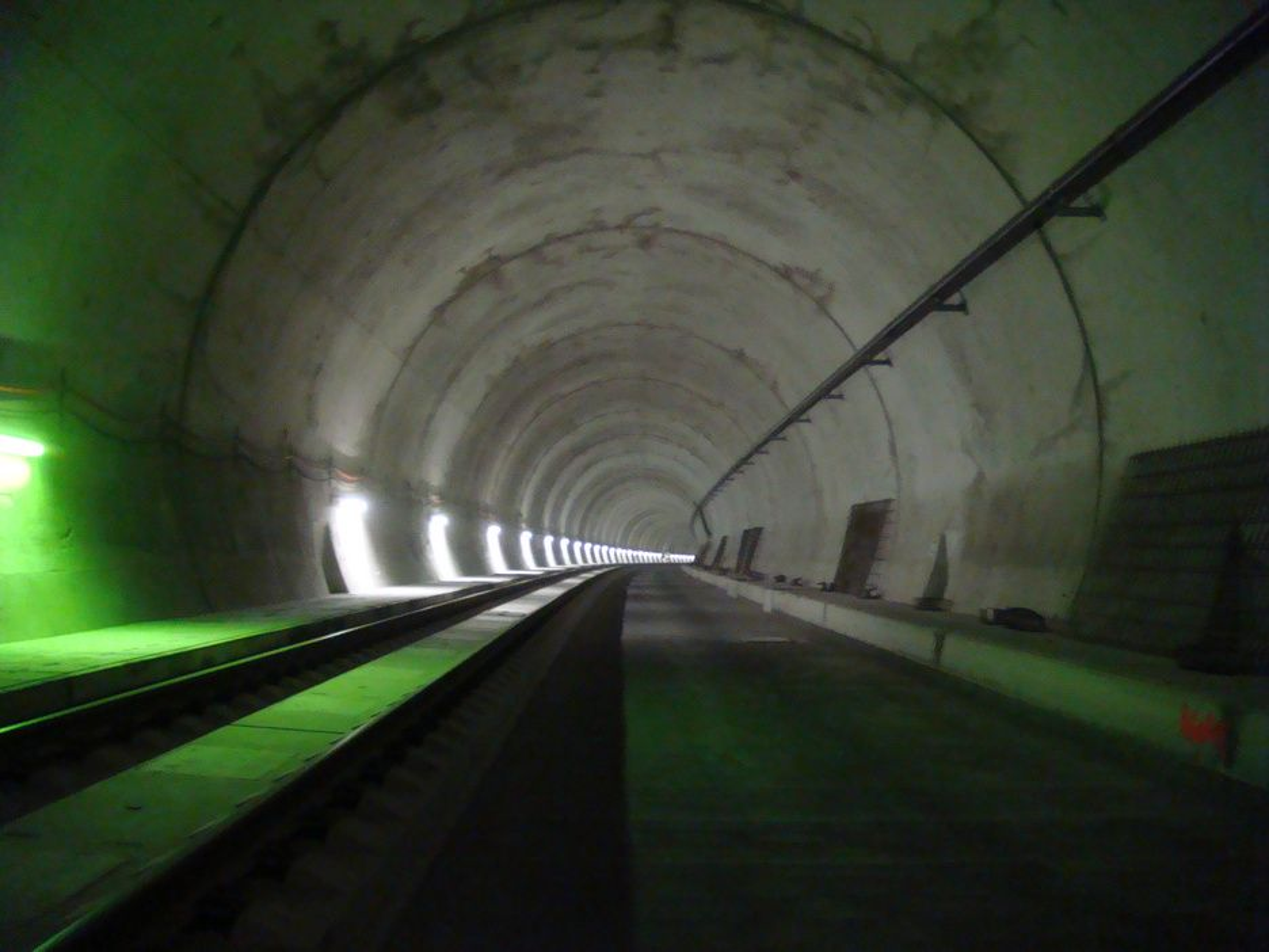 HELSTØPT: Den mest brukte byggemetoden i Mellom-Europa er full utstøping, som i denne togtunnelen i Østerrike.