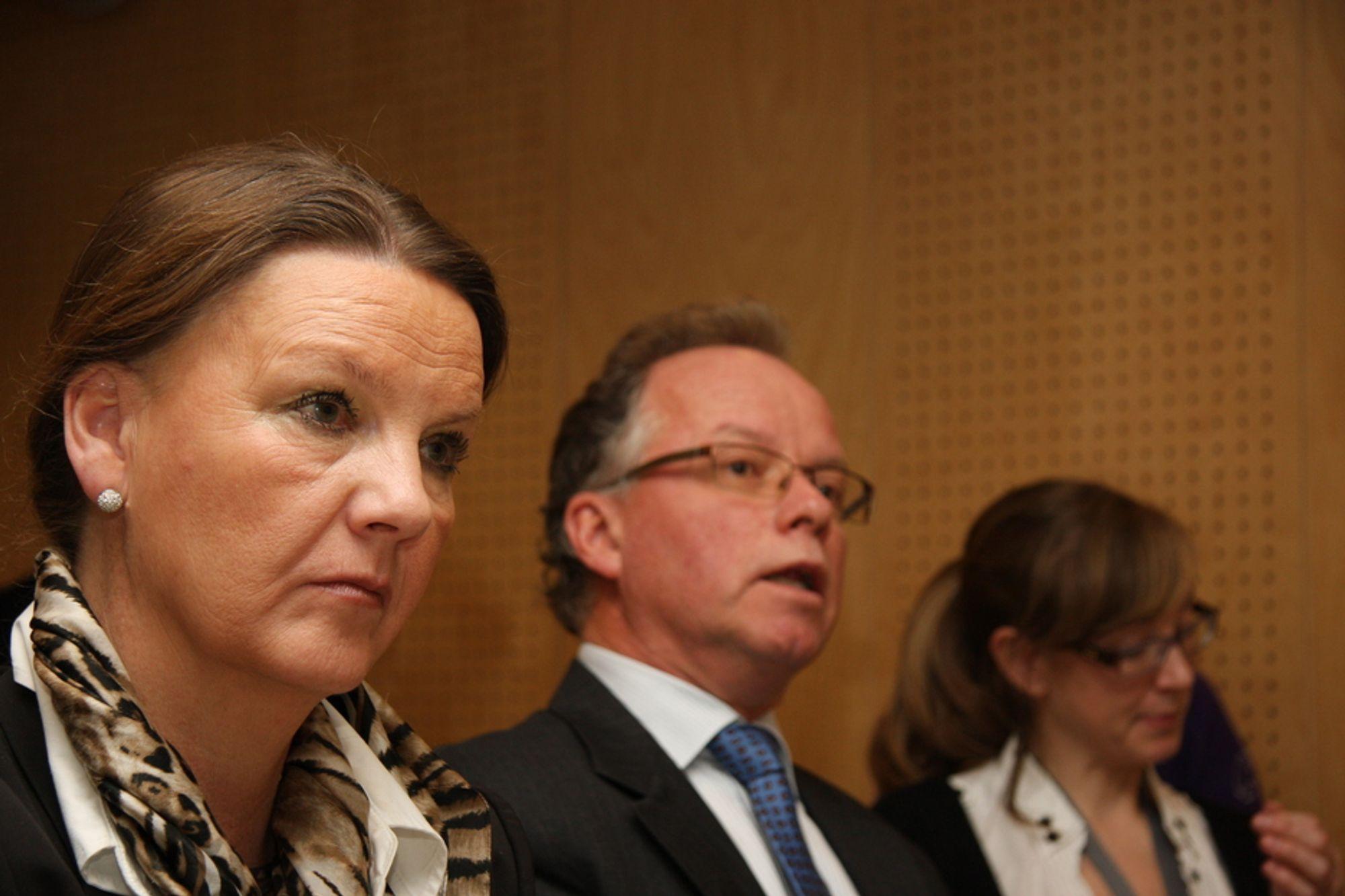 JA: Høyre sier nå ja til høyhastighetstog. Her Ingjerd Schou og Øyvind Halleraker under presentasjonen av utredningens del II hos Jernbaneverket.