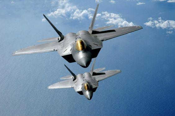 Det var et slikt F-22A Raptor som gikk tapt under testing ved flybasen Edwards i California onsdag. Testpiloten fra produsenten Lockheed Martin omkom.