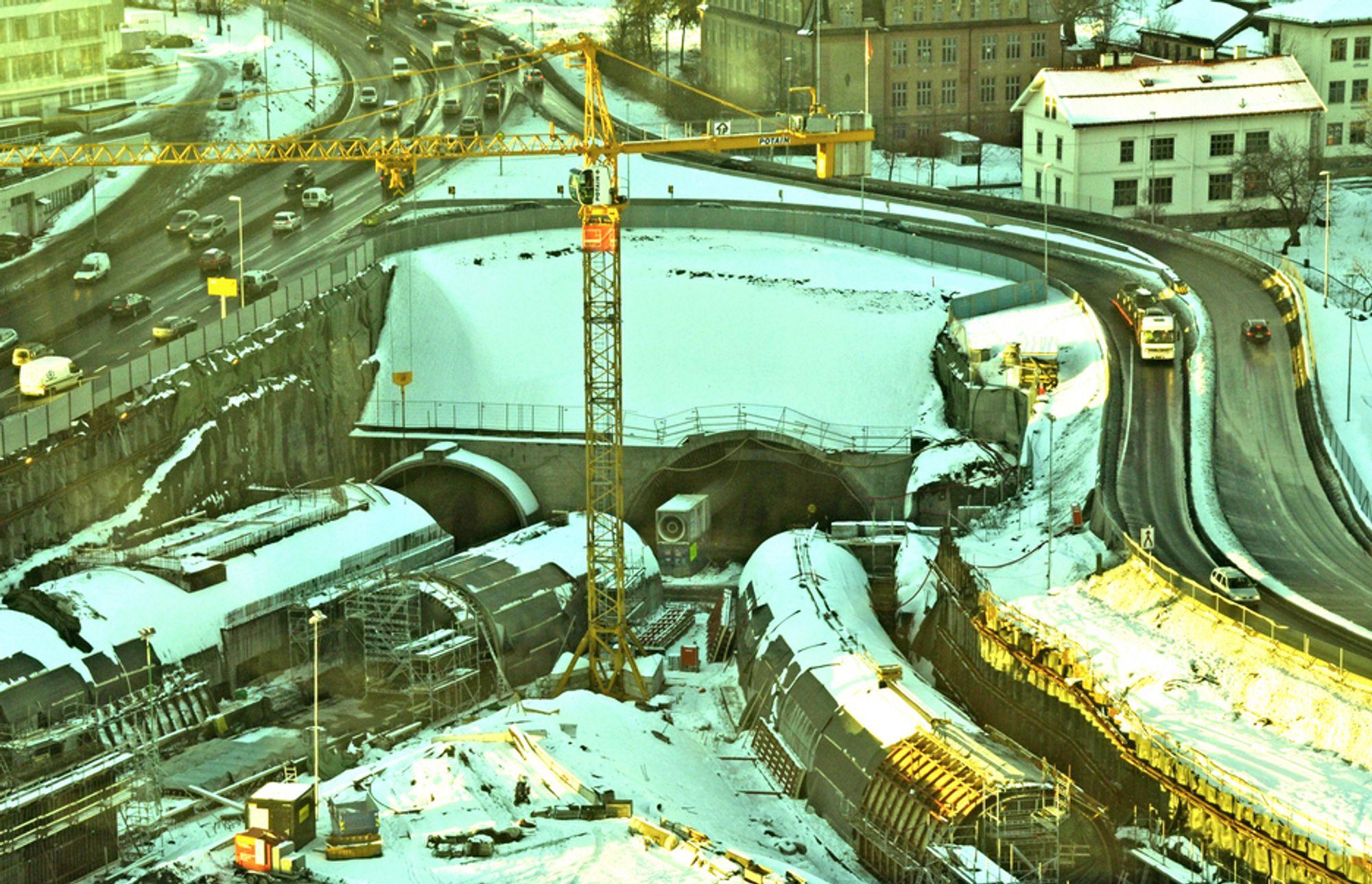 Støp av betongkulverter i østre ende av Lørentunnelen er godt i gang. I hovedløpene til skal det monteres opptil 59 impulsventilatorer. Anbudsfristen for levering av disse er satt til 22. mars.