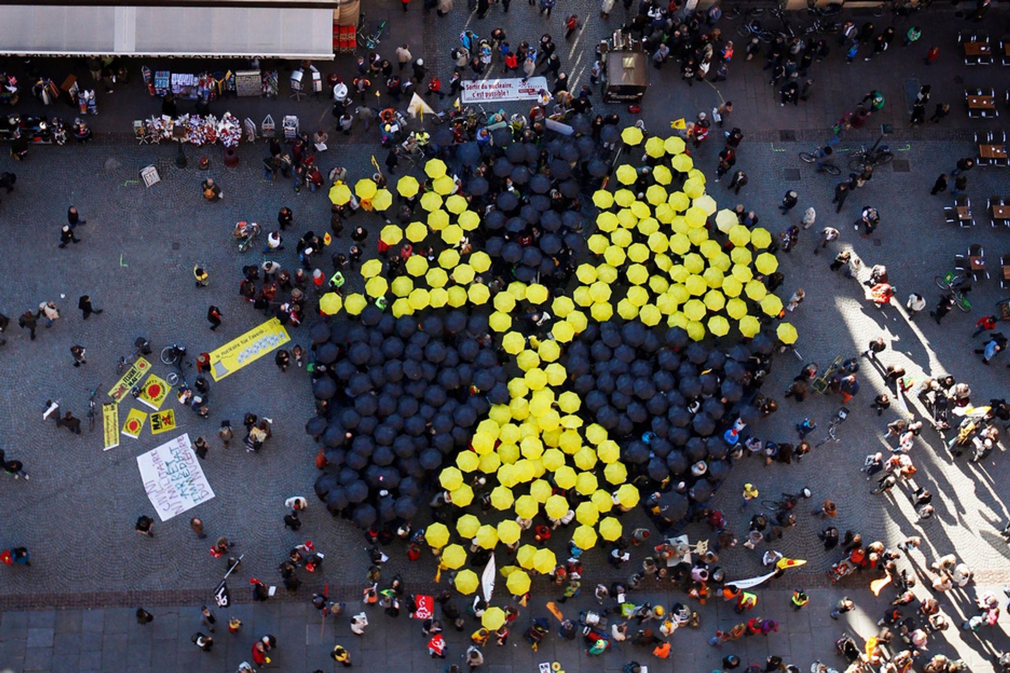 Atomkraft er avgjørende for å møte energibehovet i verden, mener IEA. Her fra en demonstrasjon mot kjernekraft i Strasbourg i oktober.