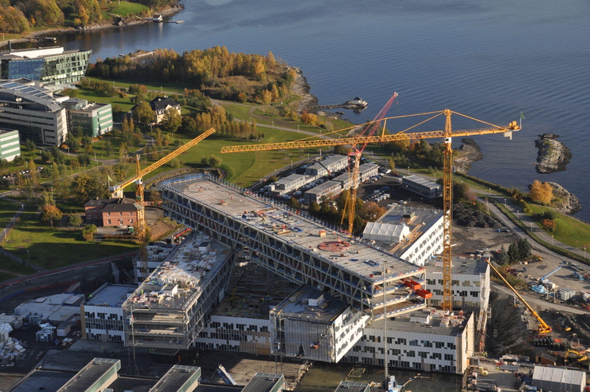 OSLOKONTOR: Statoils nye Oslo-kontor på Fornebu brant i går.