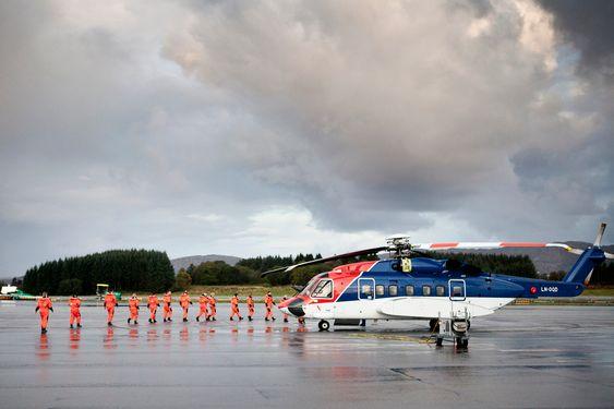 Avgang fra Bergen Lufthavn, Flesland. En drøy times helikoptertur senere venter stål, betong og salt sjø på Statfjord A.
