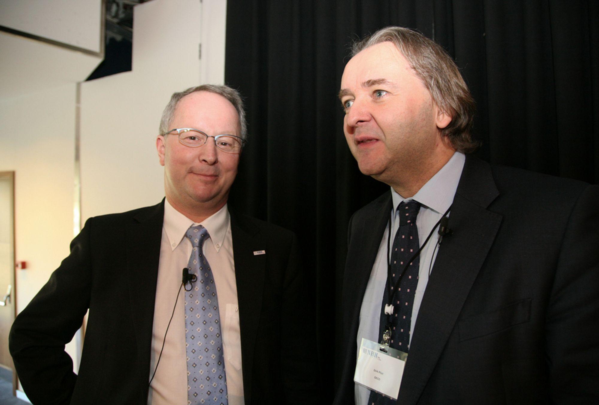 KONFERANSE: OECDs Dirk Pilat (til høyre) og NHH-rektor Jan Haaland er enige om at næringspolitiske tiltak må treffe.
