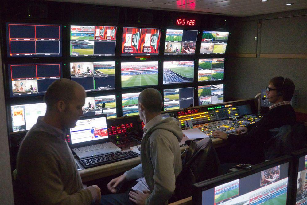 FOTBALL I 3D: I den nye produksjonsbussen til TV2-eide OB-Team kan det produseres direktesendinger i 3D.