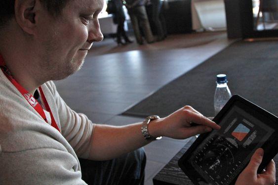 Egne iPad-apps med flyinstrumenter kan kobles opp til flysimulatoren.