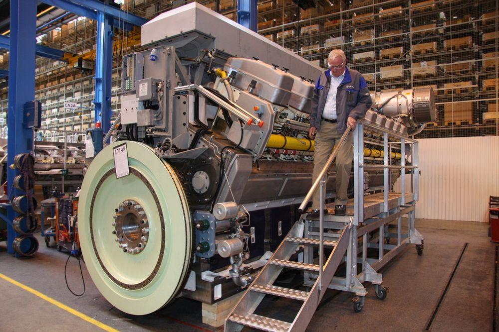 Fire-takter:  Rolls-Royce i Bergen produserer LNG-motorer som går kun på gass, mens DF-motorrne må ha noe diesel for å antenne gassen.