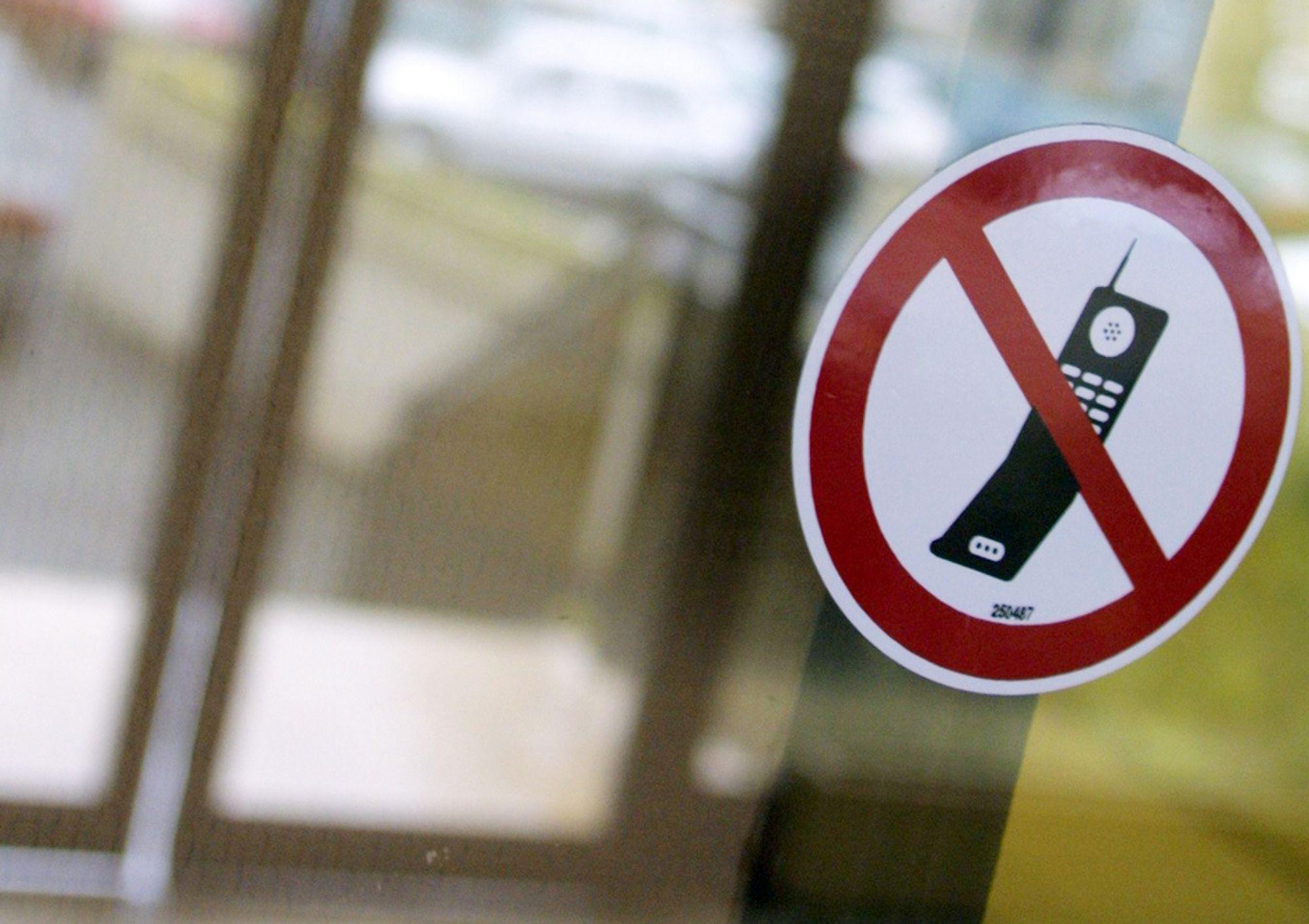 HELT SIKKERT USIKKERT: Om mobilstråling kan ingenting fastslås, fastslår forskere som har forsket på forskning. Og det sikrer videre usikkerhet inntil nye undersøkelser er undersøkt.