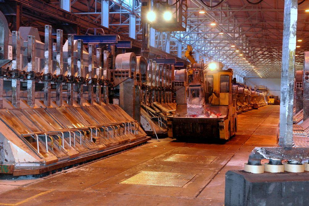 MÅ FORNYES: Aluminiumsproduskjonen i Årdal vil fornyes dersom Hydro får nye langsiktige kraftavtaler på plass innen 2015.