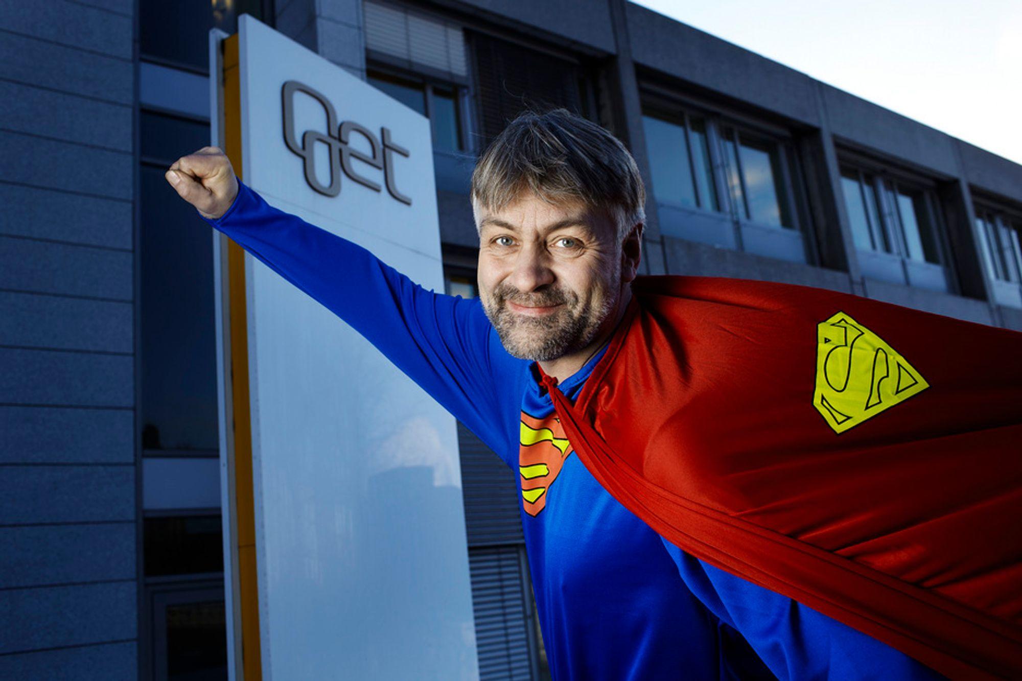 """Gets administrerende direktør Gunnar Evensen lanserer """"superbredbånd"""" på 200 Mbps."""