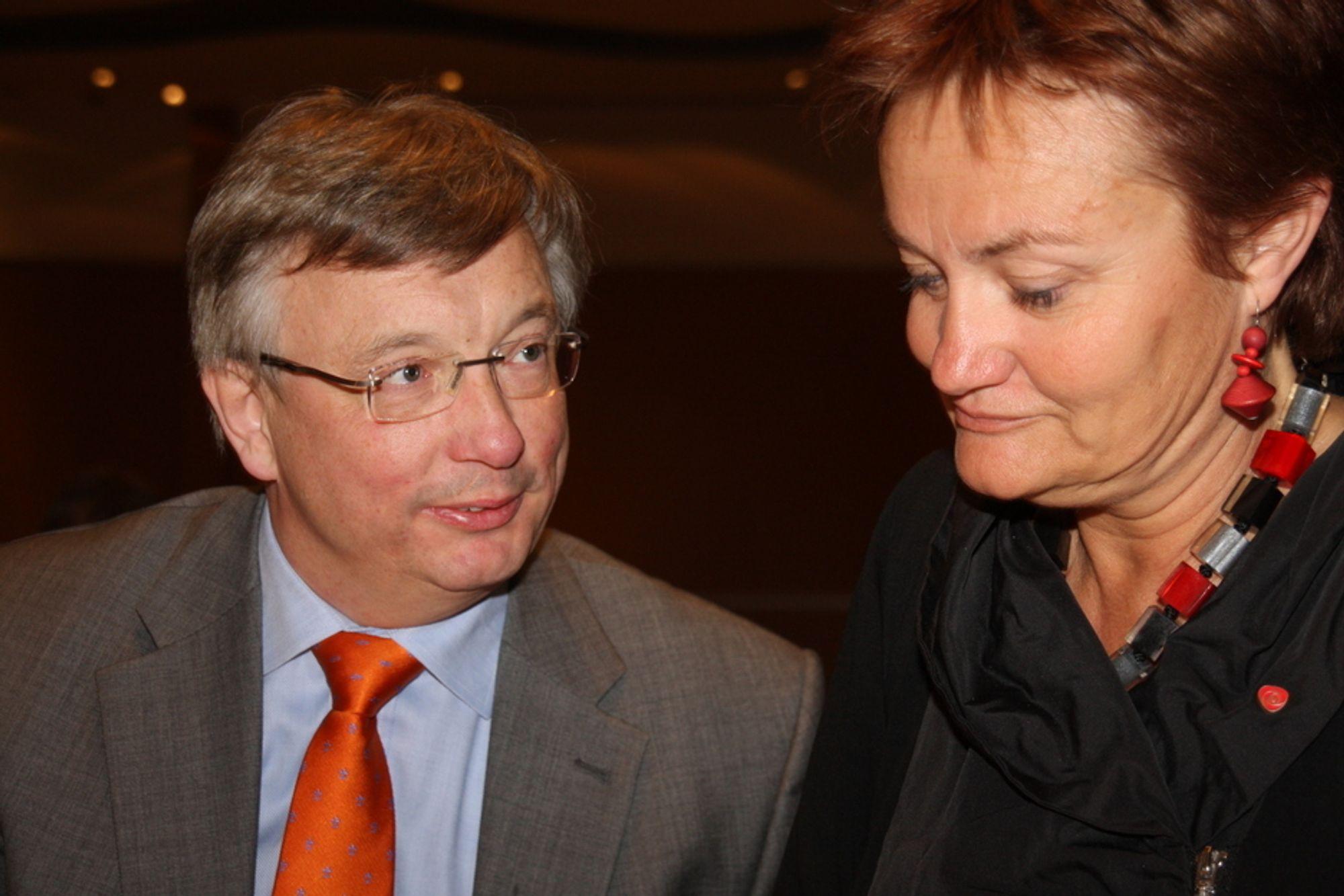 SYNLIG: For første gang får fornyingsminister Rigmor Aasrud synlig bistand fra regjeringen og statsråd Karl Eirik Schjøtt-Pedersen i arbeidet med digital forvaltning.