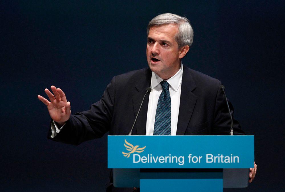 LYTTER: Han ønsker en plan for å takle en ny oljekrise. Storbritannias energi- og klimaminister Chris Huhne har møtt den britiske industriens peak oil-gruppe. Nå skal de samarbeide om å finne ut hvordan britene skal takle en eventuell oljekrise med høye priser.