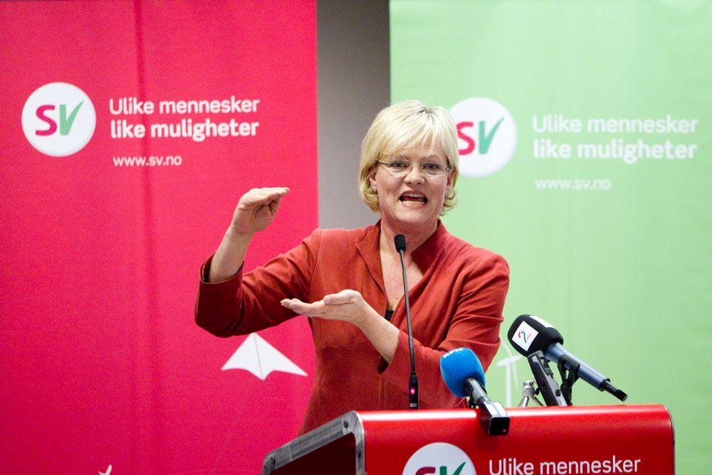 SV-leder Kristin Halvorsen sier hun ikke motsetter seg kunnskapsinnhenting, men mener informasjonen som allerede foreligger, viser at det ikke bør bli oljevirksomhet utenfor Lofoten og Vesterålen. Dette bildet er tatt på partiets landsstyremøte fredag.