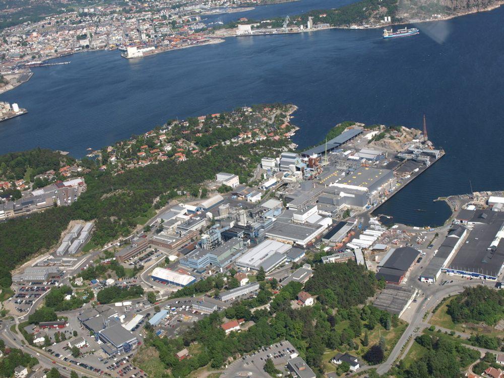 RØDE TALL: Silisiumprodusenten Elkem Solar i Kristiansand sliter med å få endene til å møtes. Foto: Elkem Solar