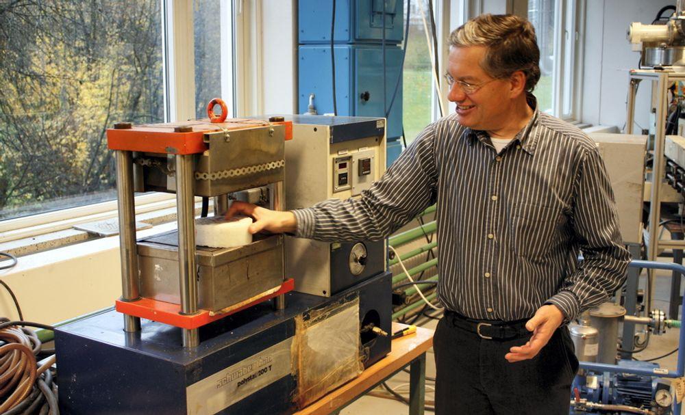 Det nye materialet NTNU-forskerne har funnet fram til er solid og lett. Det er i tillegg i stand til å tåle sterk kulde, slik det kan bli utsatt for ved oljeinstallasjoner i Arktis.