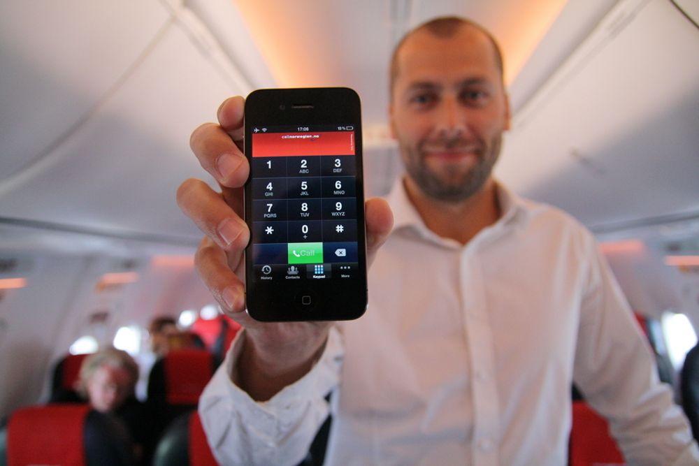 APP: Call Norwegian-sjef Stephen Parsli kan i første omgang bare fri til Iphone-brukere når han tirsdag kjører i gang telefontjenesten Skycall om bord i Norwegians fly.