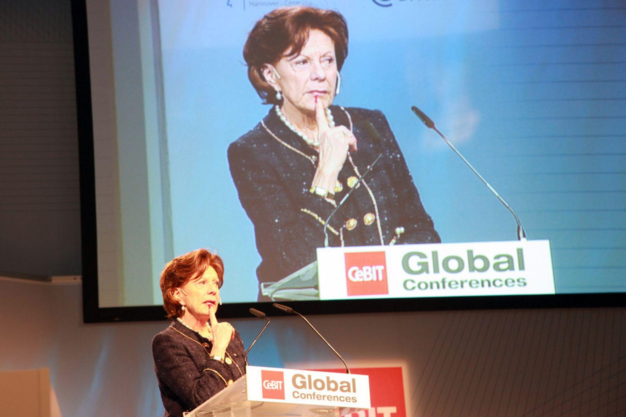 """CEBIT: ¿ Vi kan ikke ha en """"tapt generasjon"""" som ikke kan bruke digitale verktøy, sa Neelie Kroes."""