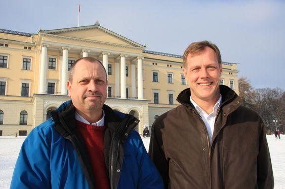 TAR AVGJØRELSEN: Ansvarlig for datafasiliteter i Cerns IT-avdeling, Wayne Salter (t.v.) og Lederen for Cerns innkjøpsavdeling, Anders Unnervik.