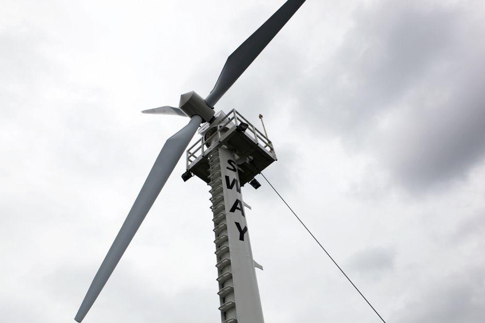 ÅPNET: Pilotanlegget for Sways flytende vindturbin, Sway 1, ble i dag åpnet i Hjeltefjorden ved Kollsnes.