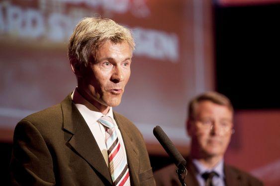 Hallvard F Svendsen (NTNU) - i bakgrunnen, Olav Bolland (NTNU) - snakker