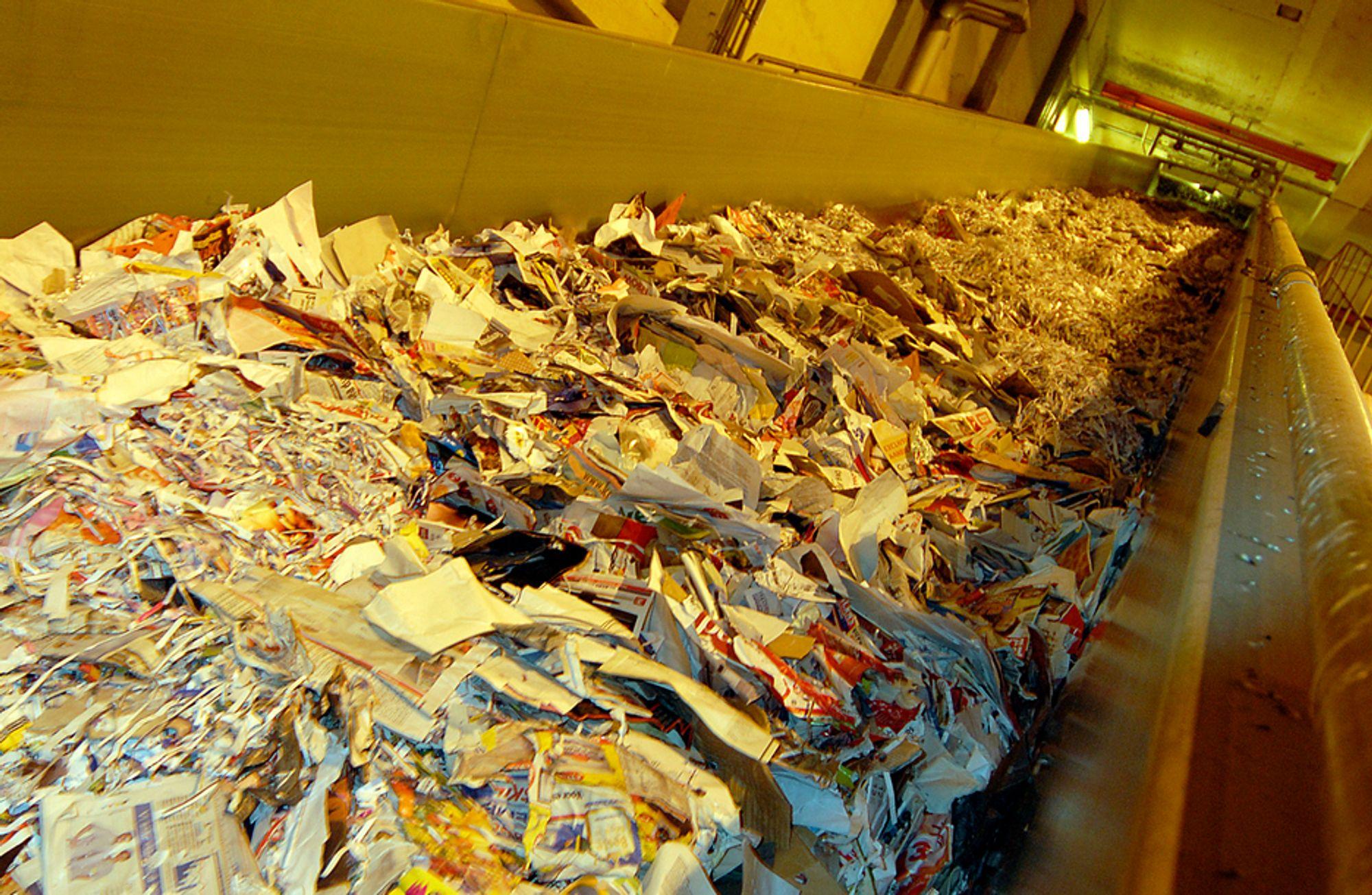 DYRT AVFALL: Norske Skog på Skogn kan nå bruke mer returpapir i papirproduksjonen, men papiret er blitt dyrere enn før.