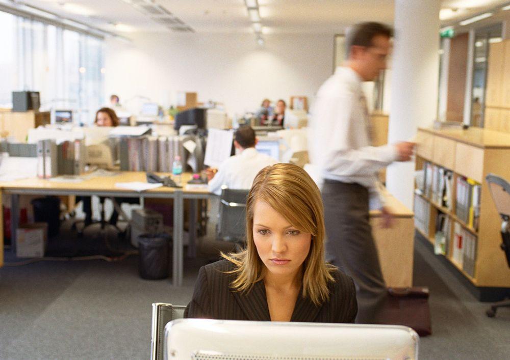 Bare 15 prosent av norske arbeidstakere mener de blir mer effektive av å jobbe i et åpent kontorlandskap, viser en ny undersøkelse fra Vivento.