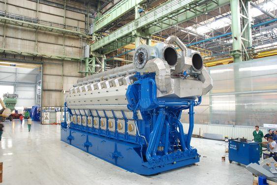 KRAFTPAKKE: En Wärtsilä DF 50, V18-motor klar for levering. Motoren er på 16.630 kW ved 500 rpm turtall.