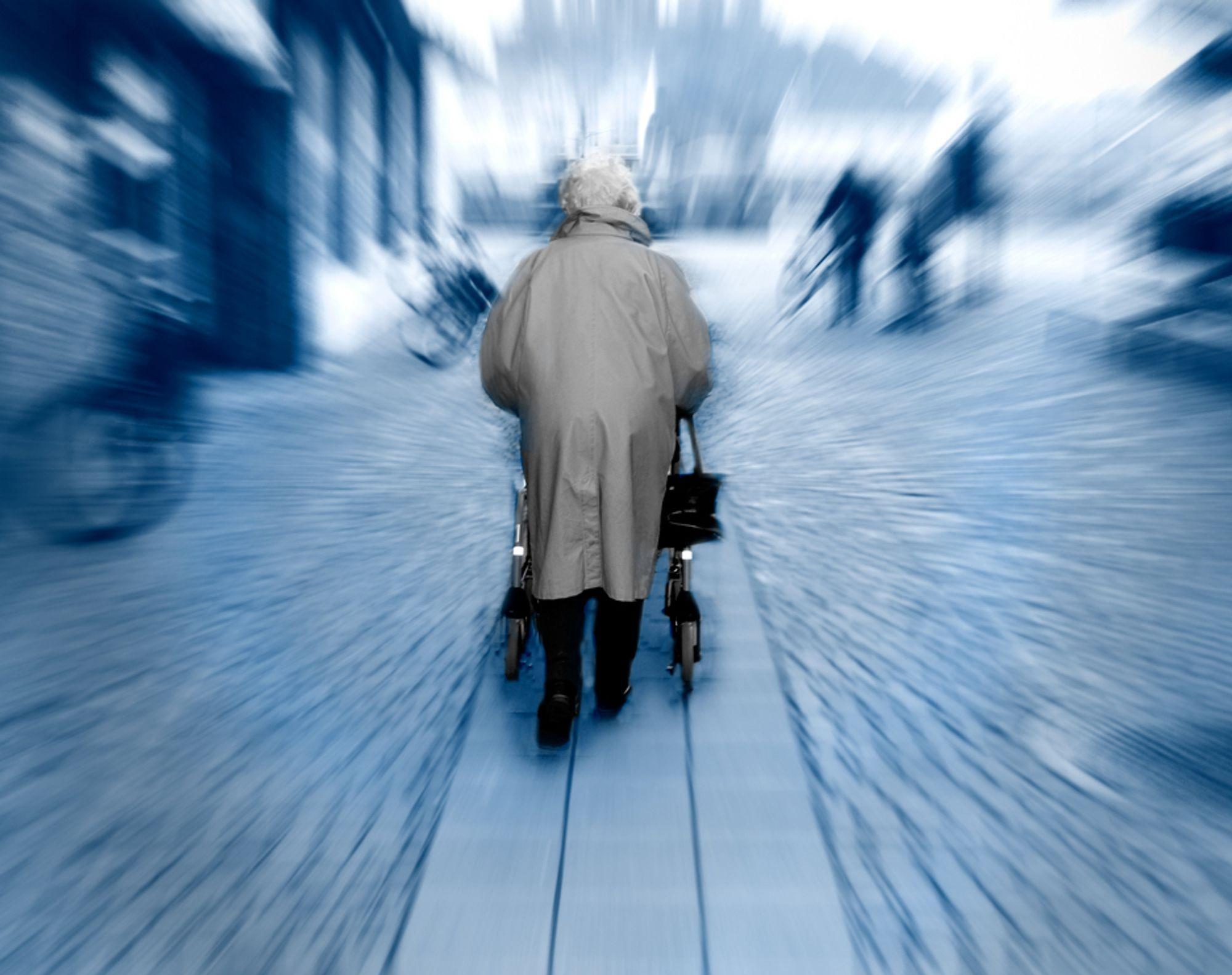 ELDREBØLGEN: Norsk industri ligger langt etter andre land når det gjelder å utvikle teknologi for at eldre og syke skal kunne klare seg lengst mulig uten å flytte på sykehjem.