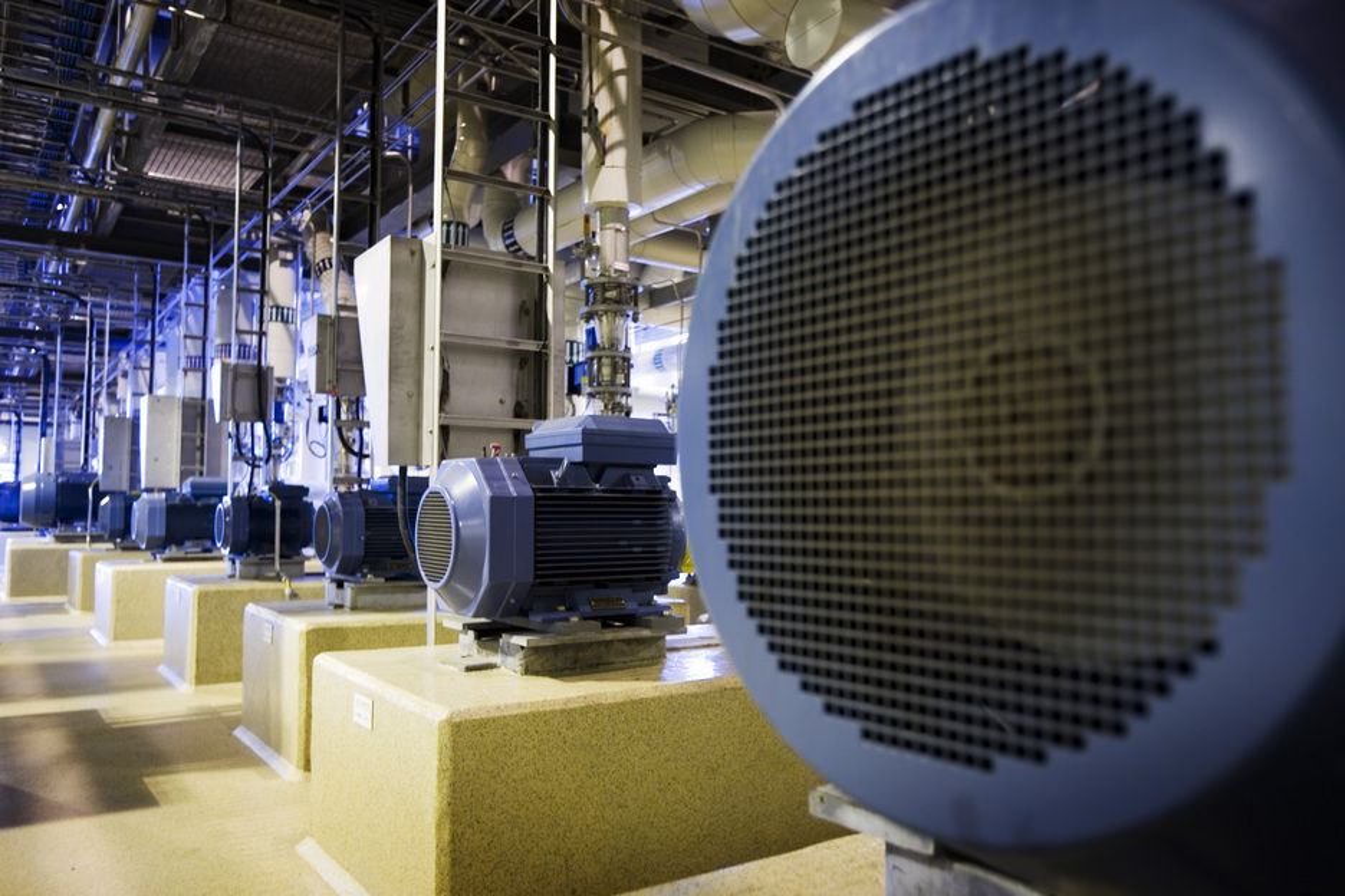 LENGE LEVE: Elektromotorer på rekke og rad. Det nye EU-direktivet  setter strenge krav til effektivitet. Det betyr redusert strømforbruk.