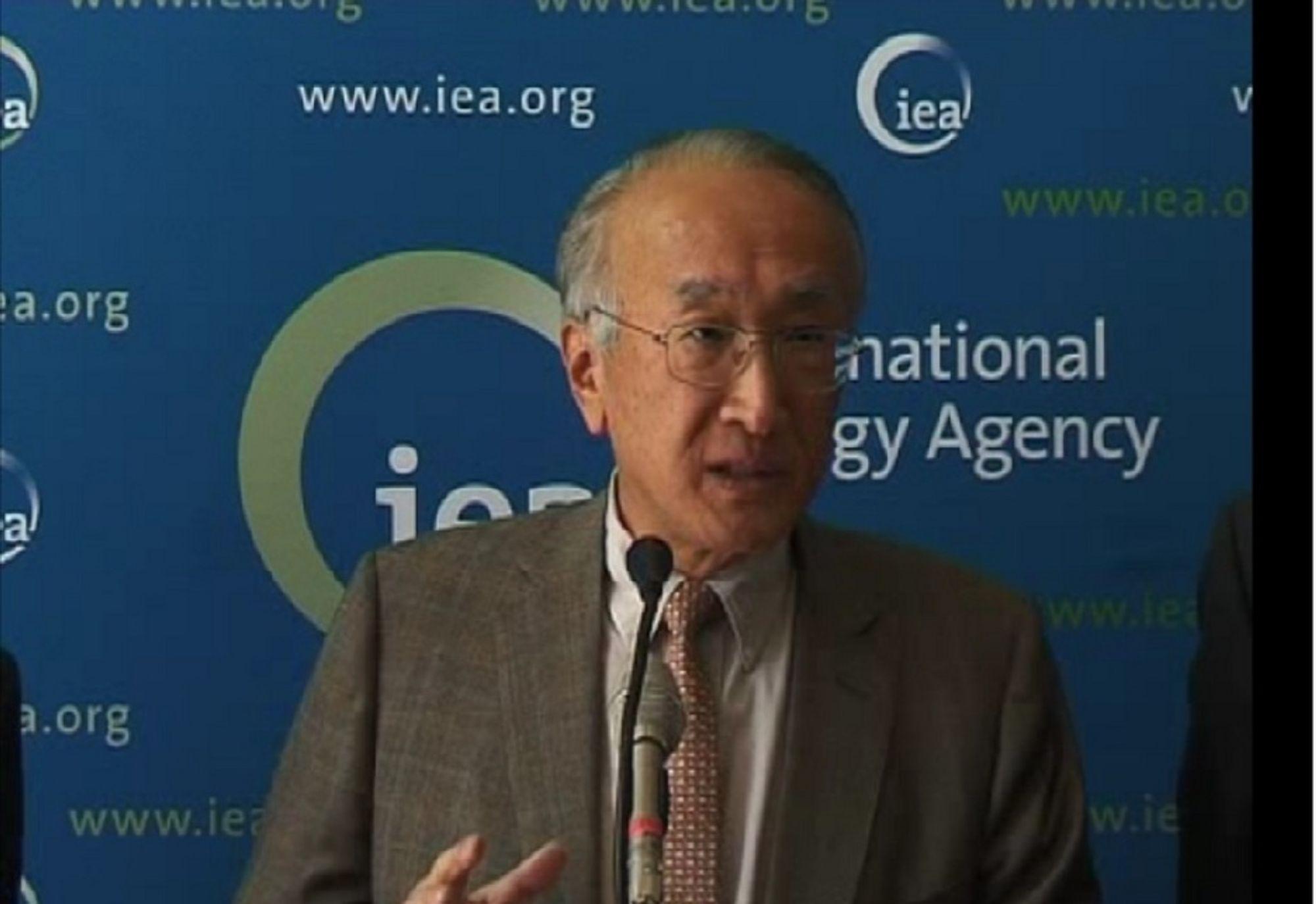 ÅPNER LAGRENE: IEA-direktør Nobuo Tanaka kunngjorde i går at medlemslandene gjør tilgjengelig 2 millioner fat per dag i 30 dager. Dette skal smøre  verdensøkonomien. Men tiltaket hjelper bare midlertidig, mener flere analytikere.