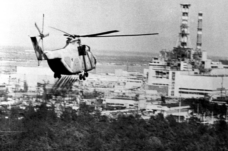 A helicopter sprays a decontaminate over the region surrounding the Chernobyl nuclear power station in this June 13, 1986 file photo. Belarus, Ukraine and Russia will mark the 25th anniversary of the nuclear reactor explosion in Chernobyl, the place where the world's worst civil nuclear accident took place, on April 26, 1986.  REUTERS/Itar-Tass/Files   (UKRAINE - Tags: ENVIRONMENT DISASTER ENERGY ANNIVERSARY HEALTH POLITICS) JAPAN OUT. NO COMMERCIAL OR EDITORIAL SALES IN JAPAN