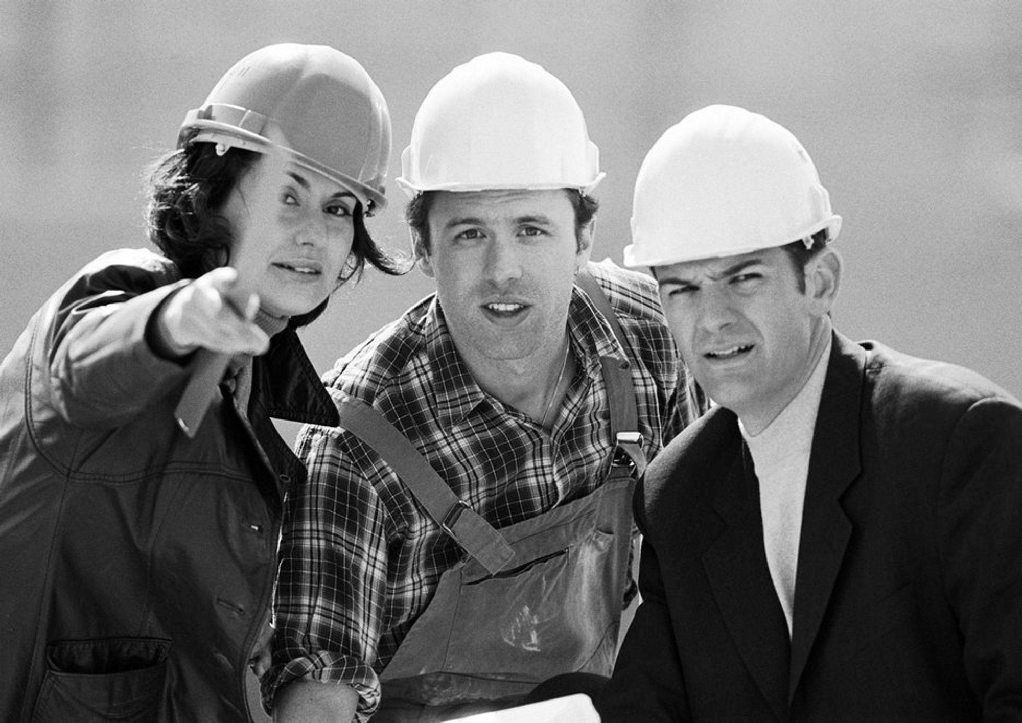 I byggebransjen er det nå kvinnene som tjener best. De har nå i snitt 6000 kroner mer i årslønn enn menn.