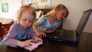 Mødre holder døtrene unna teknologi