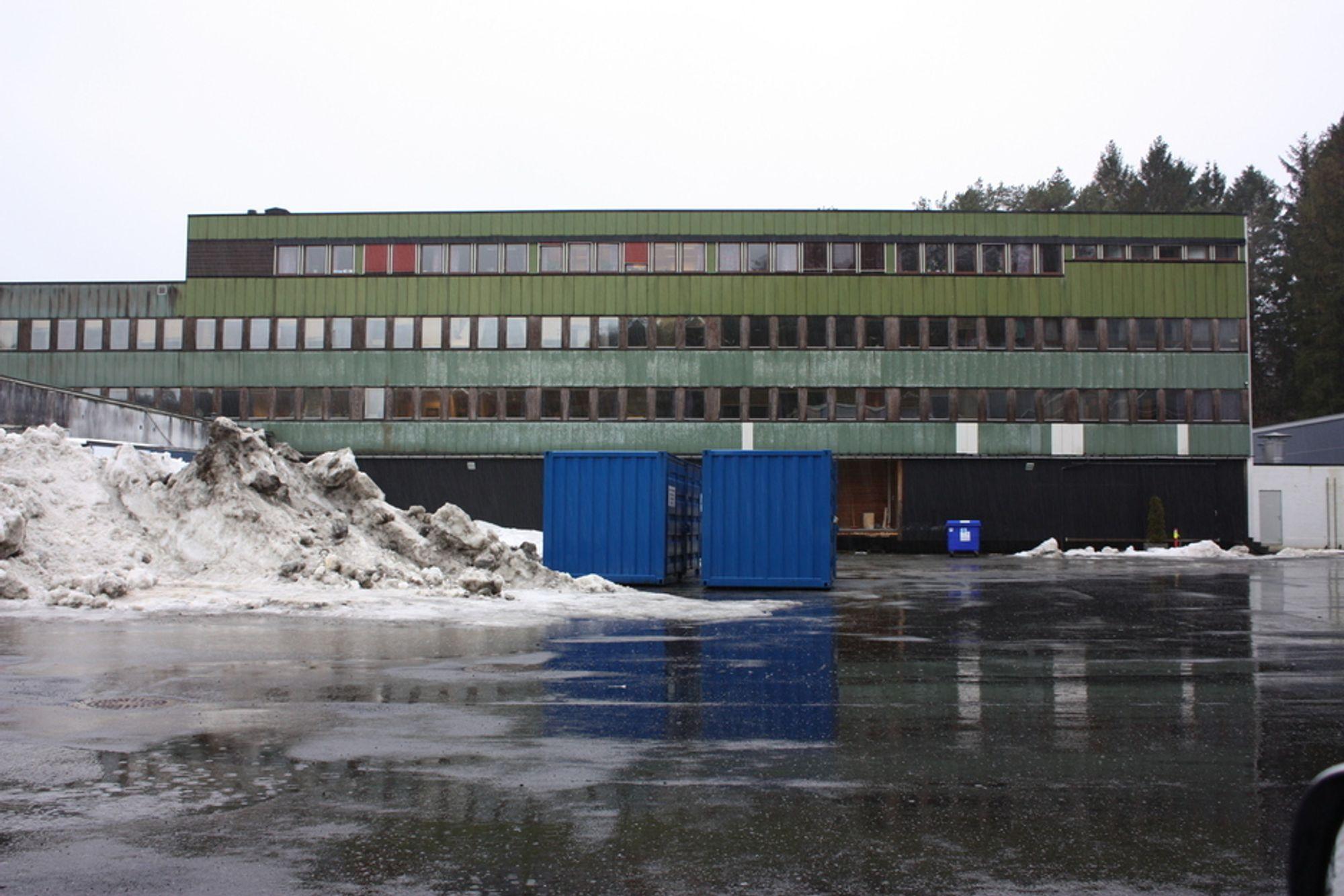 SNART NYTT: Det gamle kontorbygget på Haakonsvern skal erstattes med et nytt som Forsvarsbygg vil utvikle til et nullenergibygg.