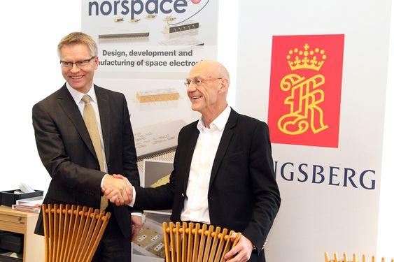 T.h. Administrerende direktør i Kongsberg Defence Systems, Harald Ånnestad og daglig leder i Norspace Sverre Bisgaard.