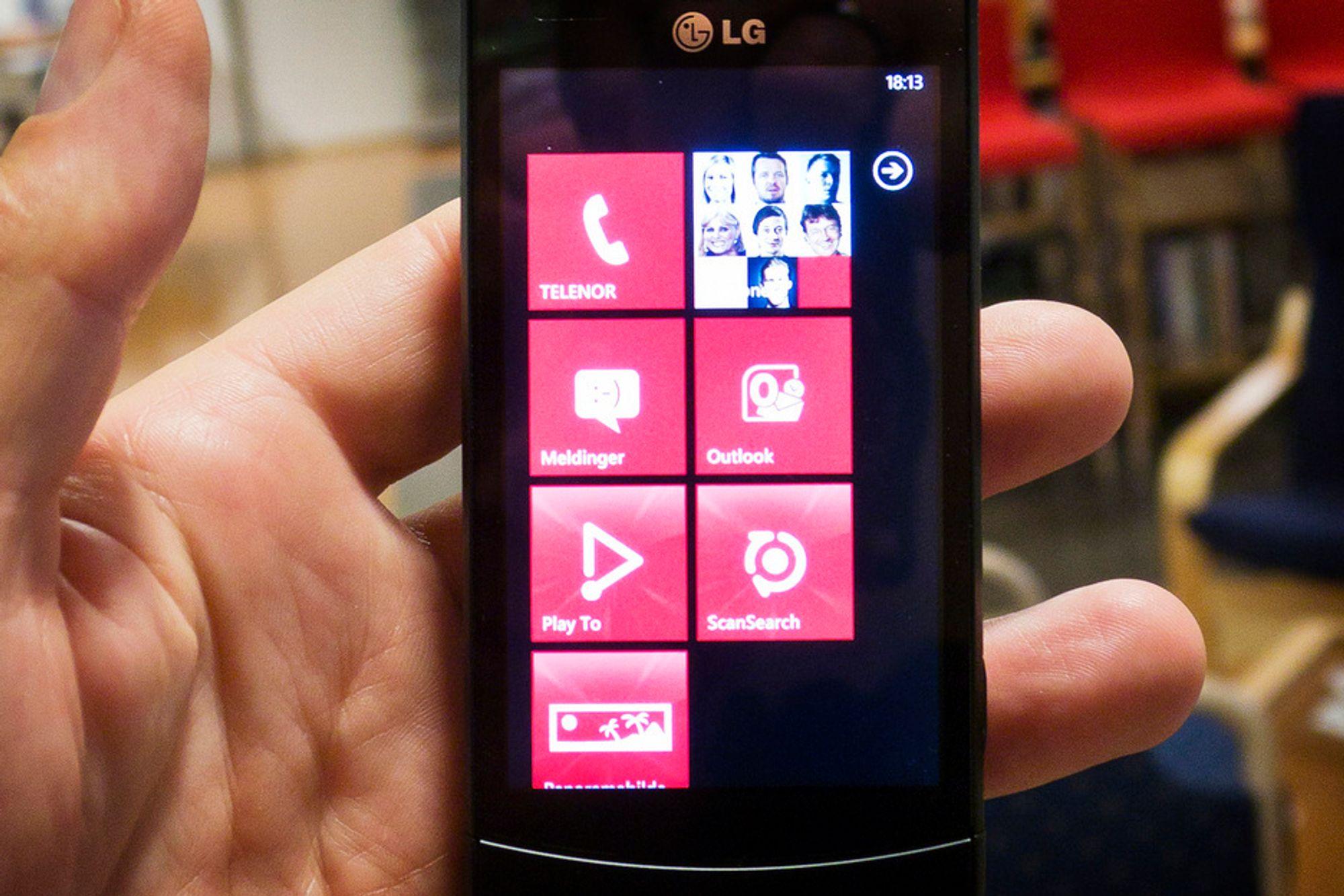 FLISLAGT:Startskjermen på Windows Phone er preget av det Microsoft kaller fliser. Ikke spesielt spennende, men veldig produktivt når man lærer å bruke dem.