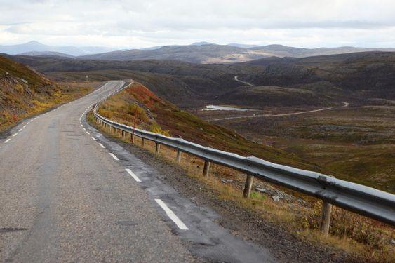 Det er svært så øde på Ifjordfjellet. Veien knytter Lebesby og Nordkyn til Øst-Finnmark. Alternativ kjørerute er via Karasjok og Tanadalen.
